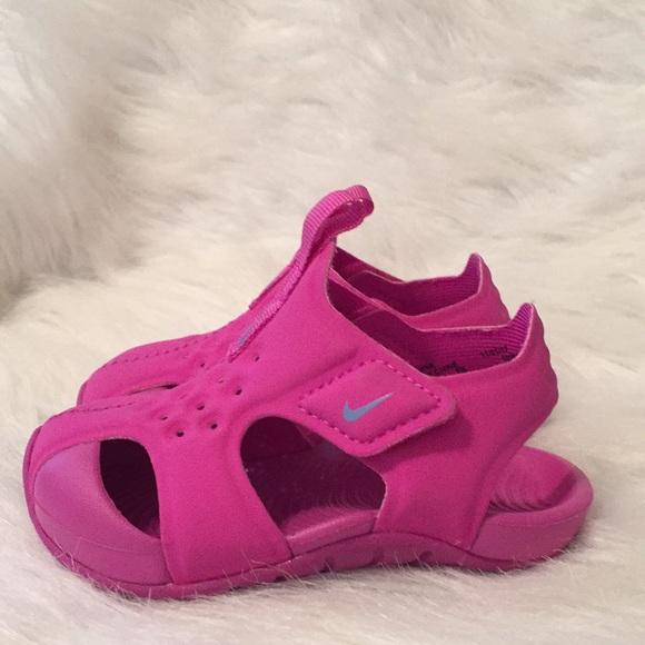 8484b30ba71ac Baby Girl Nike sandals🦋🌸. M 5c5dd6c5a5d7c6c59db885b3